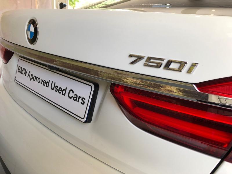 2017 BMW 750i M SPORT (G11)