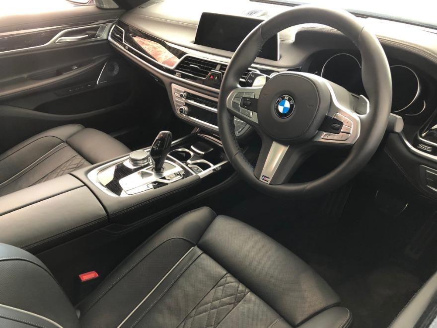 2019 BMW 750i M SPORT (G11)