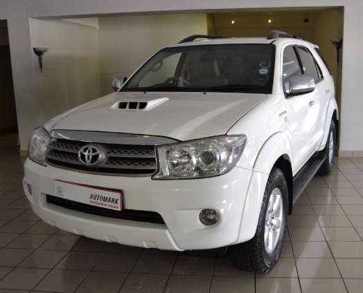 TOYOTA FORTUNER 3.0D-4D R/B A/T (2009-1) - (2011-9)