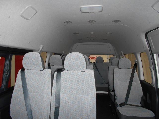 TOYOTA QUANTUM 2.5 D-4D 14 SEAT Glacier White