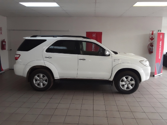2011 TOYOTA FORTUNER 3.0D-4D R/B A/T